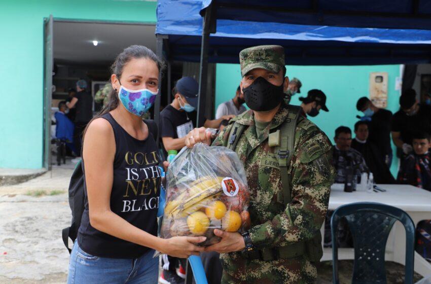 En Santander Cumpliendo los protocolos de bioseguridad, soldados llevaron bienestar a la comunidad de El Playón, Santander