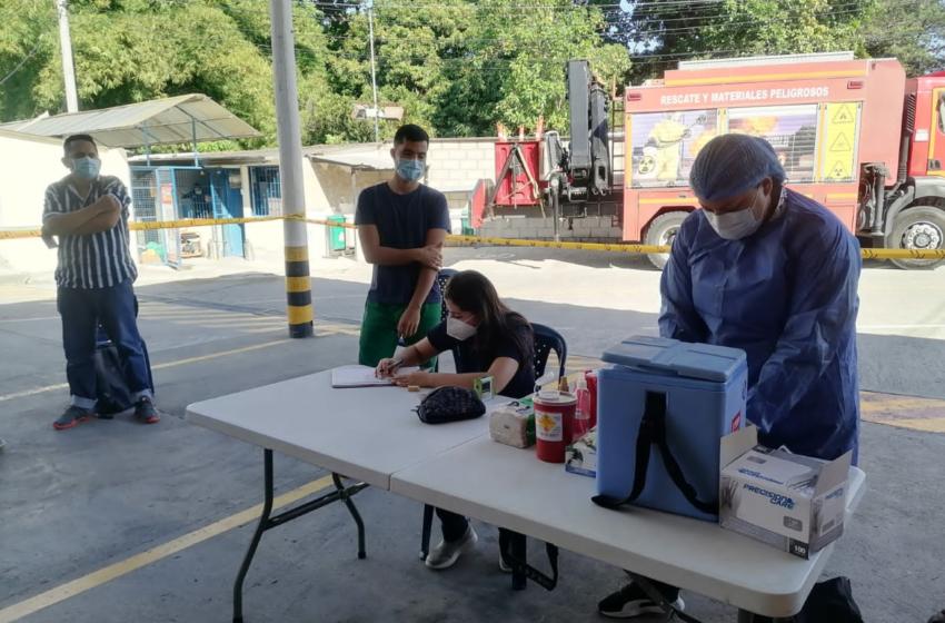 Bomberos de Floridablanca fueron inmunizados con la vacuna Pfizer